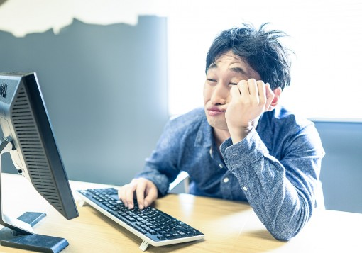 長時間労働が当たり前の仕事! プログラマを辞めたい3つの理由